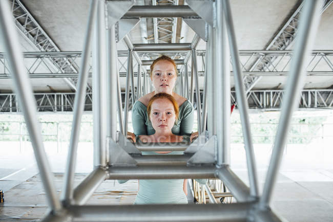 Redheaded twins looking at camera under bridge — Stock Photo