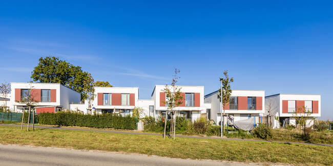 Germany, Stuttgart, development area with row of four one-family houses — Stock Photo