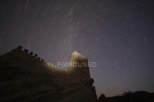 Espagne, Guadalajara, Château de Zafra la nuit, ciel étoilé — Photo de stock