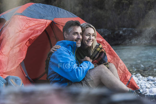 Mature couple camping at riverside — стоковое фото