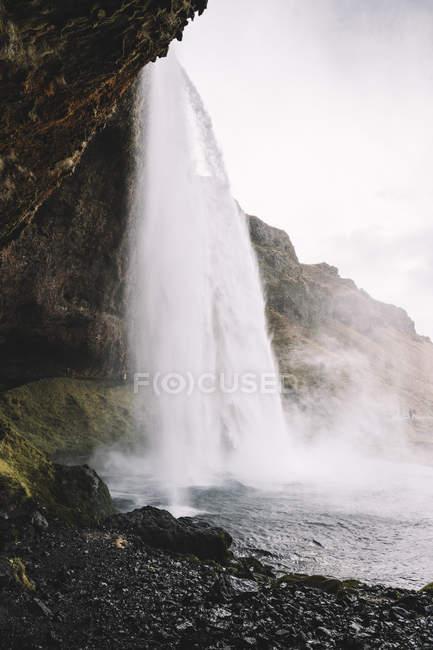Исландия, водопад Сельялфо в дневное время — стоковое фото