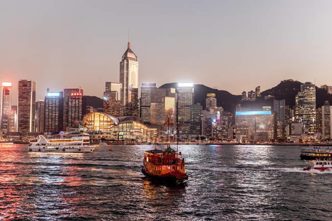 Hong Kong, Tsim Sha Tsui, paesaggio urbano al tramonto — Foto stock