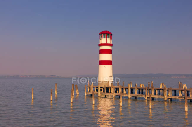 Austria, Burgenland, Lake Neusiedl, Podersdorf am See, lighthouse - foto de stock