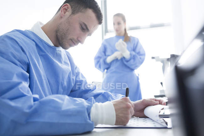 Scientist taking notes in laboratory — Stock Photo