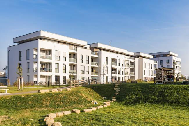 Germania, Baden-Wuerttemberg, Sindelfingen, Darmsheim, area di sviluppo, moderna casa plurifamiliare — Foto stock