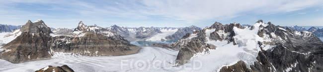 Greenland, Sermersooq, Kulusuk, Schweizerland Alps, mountainscape panorama — Stock Photo