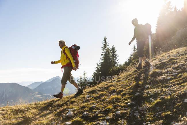 Пара походов в австрийские горы — стоковое фото
