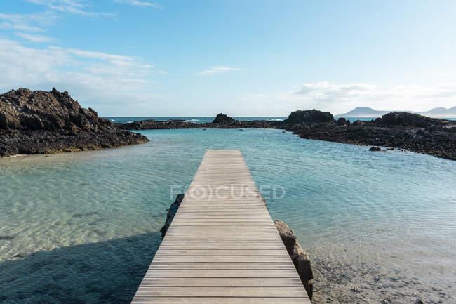 Испания, Канарайские острова, Фуэртевентура, причал у моря — стоковое фото