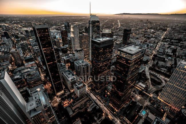 Estados Unidos, California, Los Ángeles, paisaje urbano al atardecer - foto de stock
