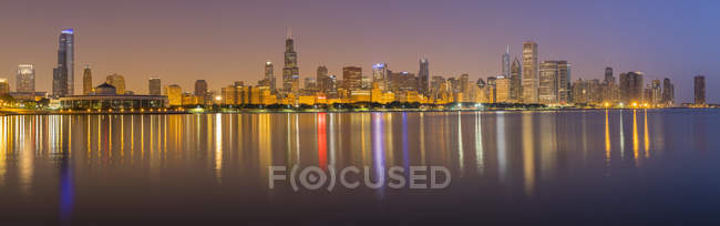 USA, illinois, Chicago, Panoramablick bei Nacht — Stockfoto