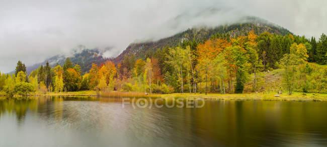 Germany, Bavaria, Allgaeu, Upper Allgaeu, near Oberstdorf, Moorweiher with Schattenberg Mountain in autumn — Stock Photo