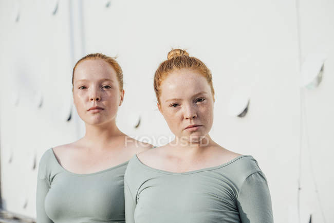 Redheaded twins looking at camera — Stock Photo