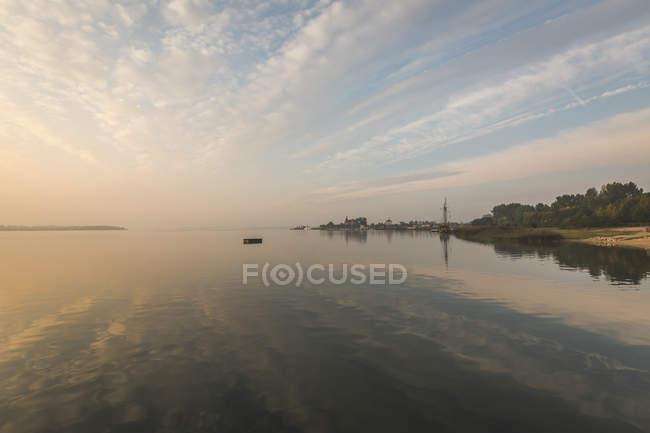 Германия, Озил, Биттерфельд, Озеро Гойше утром — стоковое фото