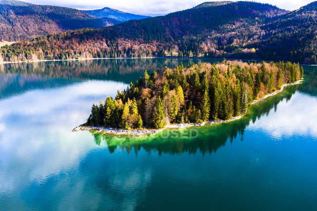 Germany, Upper Bavaria, Lake Walchen, Aerial view of Sassau Island — Stock Photo