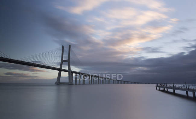 Portugal, lisbon, vasco da gama brücke am morgen — Stockfoto