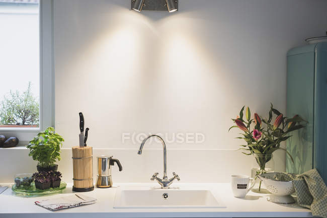 Interior of a kitchen with bunch of flowers — Stock Photo