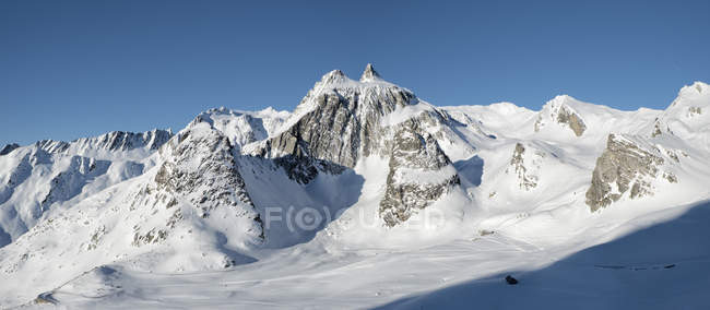 Швейцарія, Велика Санкт-Бернар пас, біль де-оре, МОН Фуршон, зимовий краєвид в горах — стокове фото