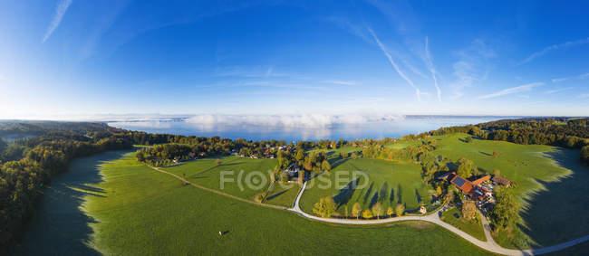 Germany, Upper Bavaria, Fuenfseenland, Aerial view of Lake Starnberg, Ambach and Luigenkam near Muensing — Stock Photo