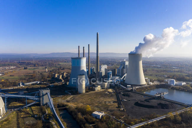 Alemania, Hesse, vista aérea de la central eléctrica de Grosskrotzenburg - foto de stock