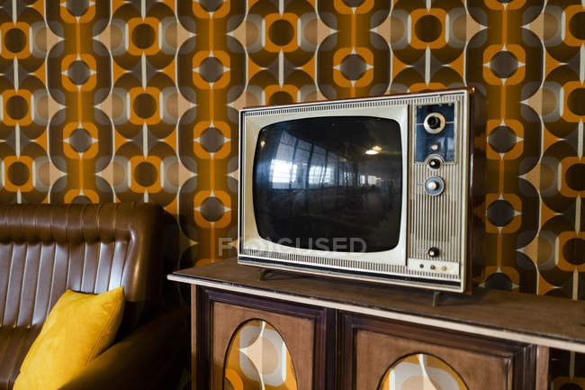 Tv set in a vintage living room — Stock Photo