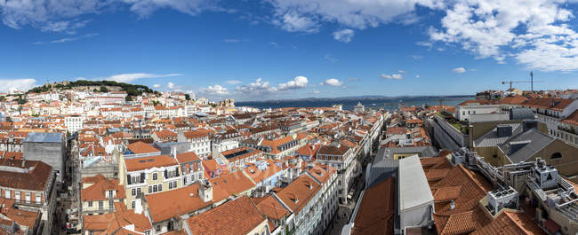 Portugal, Lisboa, Baixa, panoramic view of the city with Castelo Sao Jorge — Stock Photo