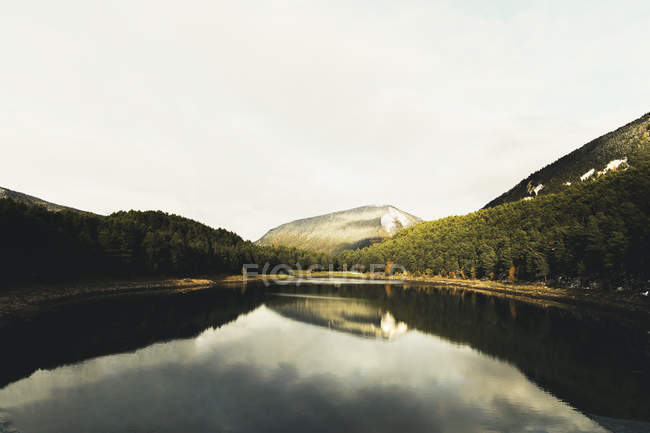 Andorra, Lake Engolasters at daytime — Photo de stock