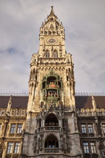 Deutschland, Bayern, München, Glockenturm des neuen Rathauses am Marienplatz — Stockfoto