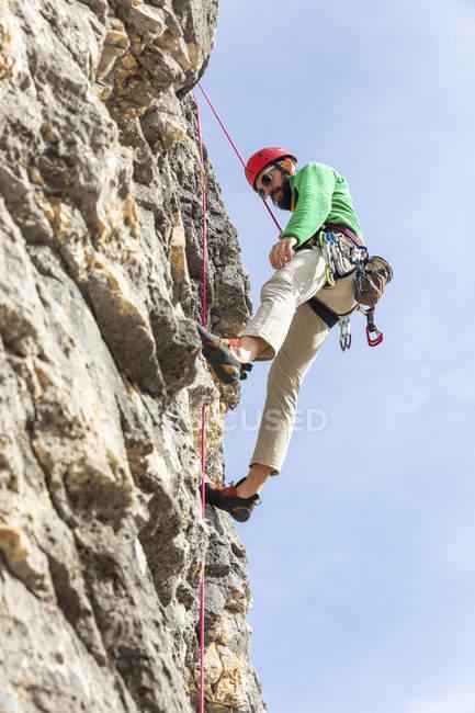 Італія, Кортіна д'Ампеццо, людина сходження на Доломітові Альпи — стокове фото