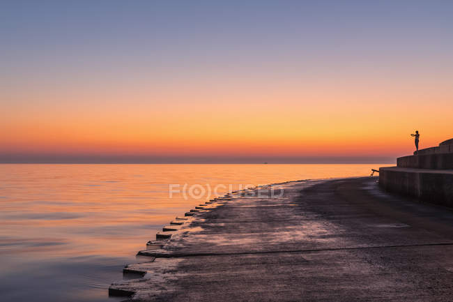 USA, illinois, Chicago, Michigansee, Pier bei Sonnenaufgang — Stockfoto
