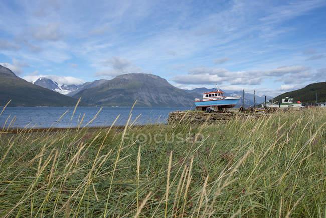 Norvegia, Skibotn, barche in spiaggia — Foto stock