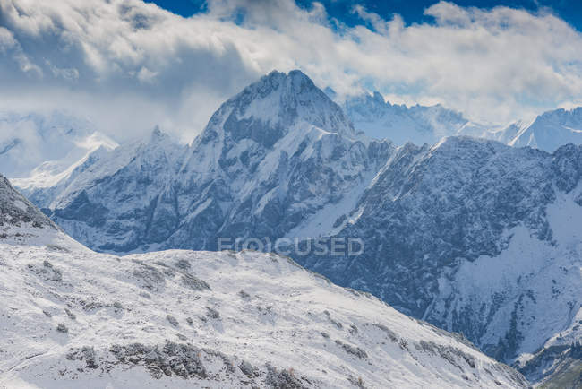 Germany, Bavaria, Allgaeu, Allgaeu Alps, View from Zeigersattel to Hoefats in winter — Stock Photo