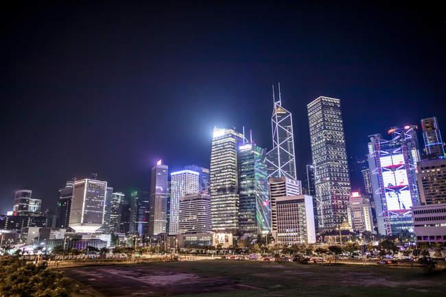 Hong Kong, Central, paisaje urbano por la noche - foto de stock