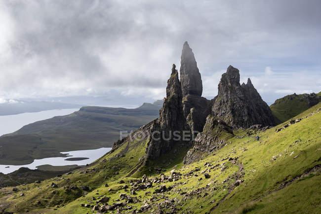 Великобритания, Шотландия, Внутренняя Шотландия, Остров Скай, Троттерниш, Старик Сторр — стоковое фото
