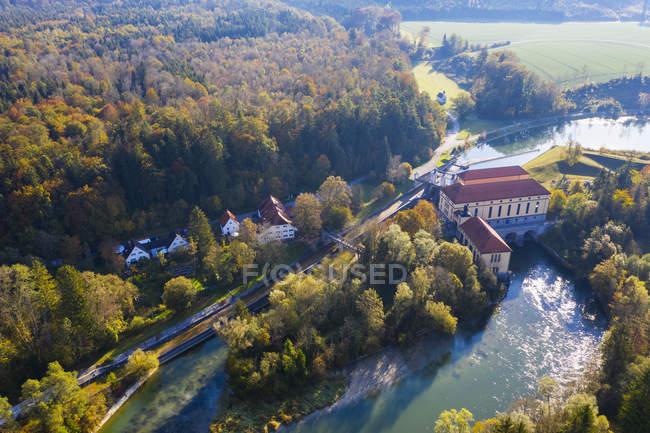 Германия, Верхняя Бавария, Штраслах-Дингартинг, река Изар, канал Мюлтал, ГЭС Мюилталь — стоковое фото