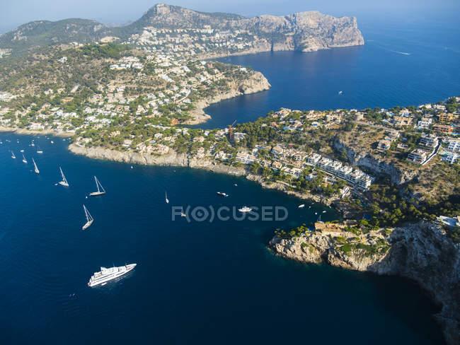 Spagna, Baleari, Maiorca, Veduta aerea di Port d'Andratx, costa rocciosa — Foto stock