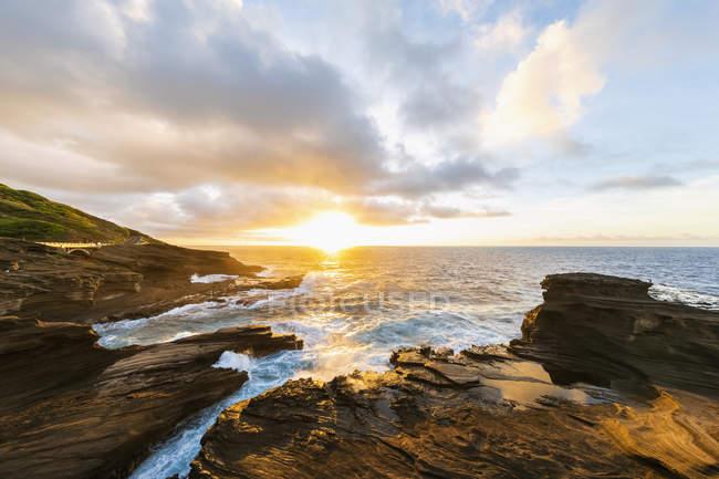 États-Unis, Hawaï, Oahu, Lanai, Océan Pacifique au lever du soleil — Photo de stock