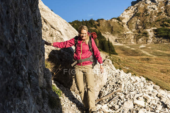 Woman mountain hiking in rocky terrain — Stock Photo