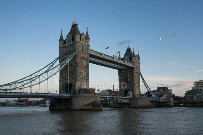 Grande-Bretagne, Angleterre, Londres, Tower Bridge au coucher du soleil — Photo de stock
