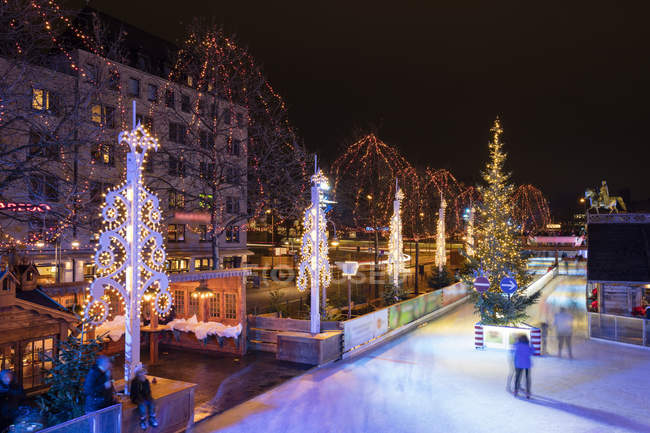 Germany, Cologne, view to Christmas market with ice rink at Heumarkt — Stock Photo