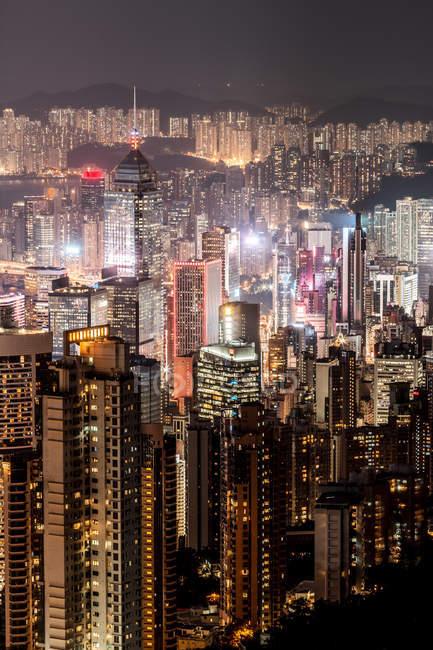 Гонконг, Козвей-Бей, міський пейзаж вночі — стокове фото