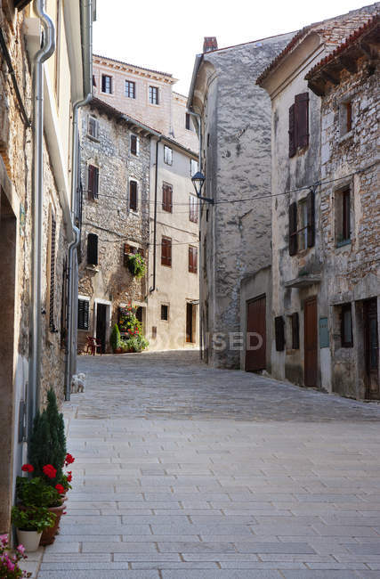 Croatia, Istria, Bale, Old town, empty alley — Stock Photo