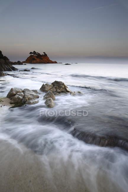 Espagne, Castell-Platja d'Aro, Belladona Cove au coucher du soleil — Photo de stock