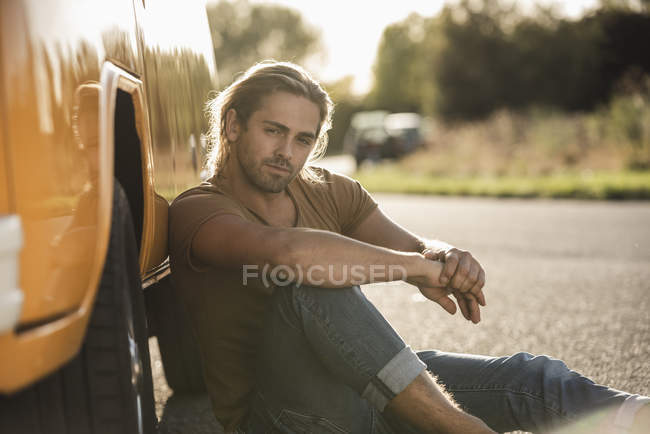 Young man on a road trip with his camper, relaxing at the roadside — Stock Photo