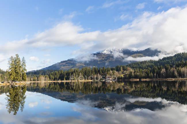 Áustria, Tirol, Kitzbuehel, Kitzbuehel Alpes, Schwarzsee — Fotografia de Stock
