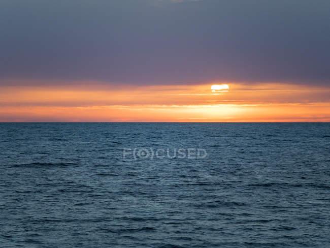 Италия, Кампания, залив Феллес закатом — стоковое фото