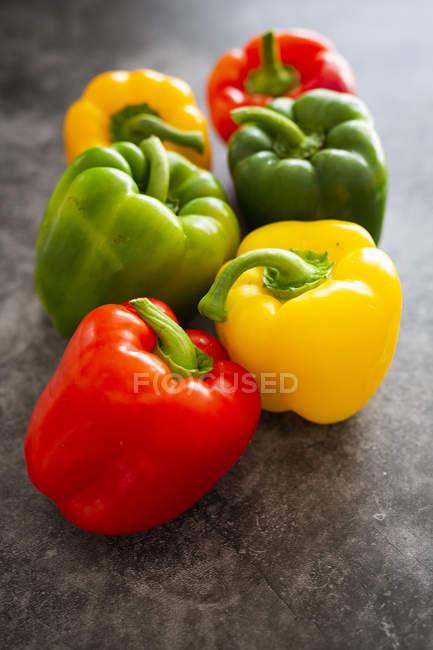 Primo piano di peperoni colorati — Foto stock