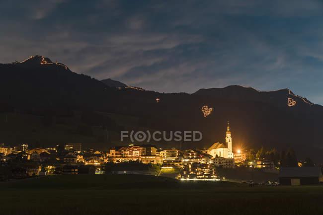 Áustria, Lermoos, Ehrwalder Becken, fogo do Midsummer — Fotografia de Stock