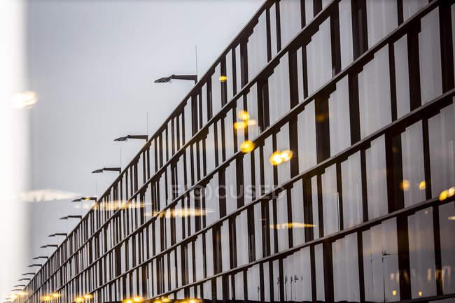 Austria, Vienna, dettaglio della facciata dell'aeroporto di Vienna — Foto stock