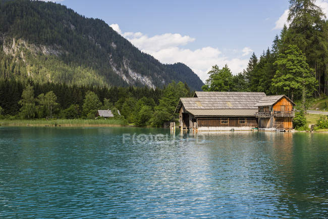 Austria, Lake Weissensee and boat house — Stock Photo