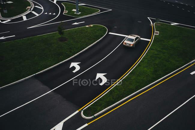 США, Вирджиния, округ Фэрфакс, Тайсонс Корнер, возвышенный вид на дорогу — стоковое фото